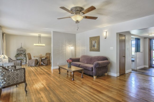 Spacious area with oak floors